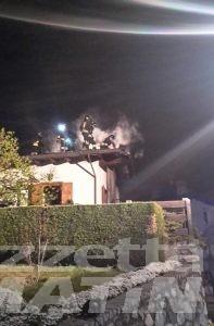 Saint-Christophe, rogo nella notte: donna salvata dai vicini, ma casa distrutta dalle fiamme