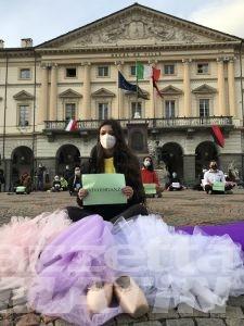 Coronavirus, in piazza l'emozionante protesta della danza e delle palestre