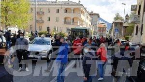 Protesta somministrazione: «Mentre voi mangiate noi moriamo di fame»