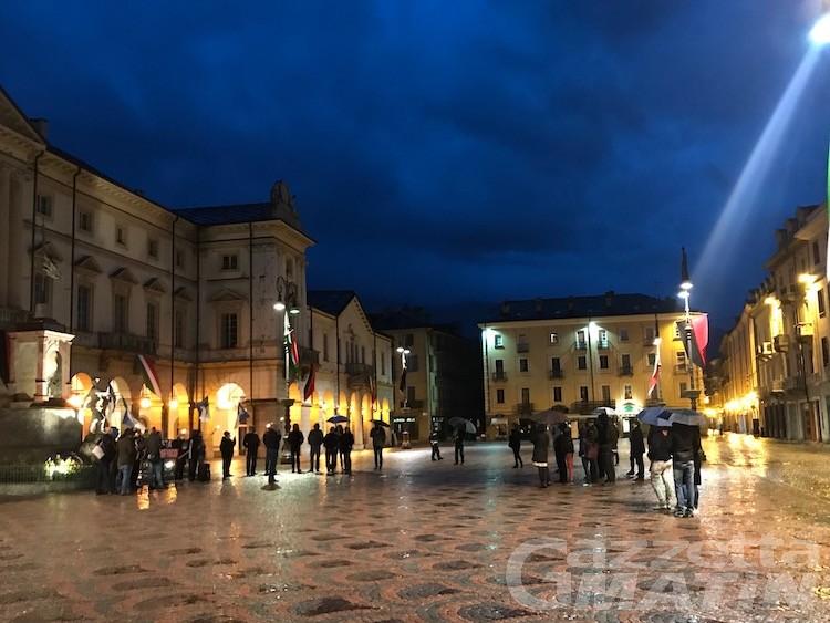Coprifuoco, Fratelli d'Italia Vda in piazza chiede le dimissioni di Lavevaz e Barmasse
