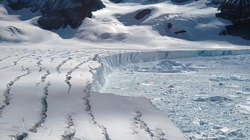 Il più grande iceberg di sempre si sta staccando dall'Antartide