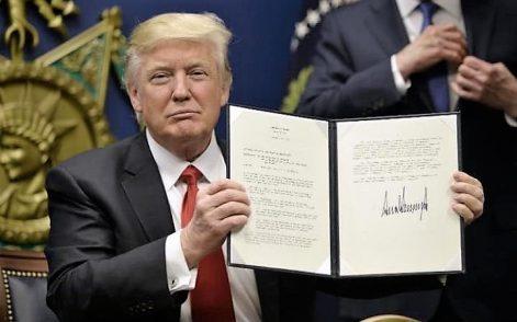 """Donald Trump rifà il trucco al """"Muslim Ban"""""""