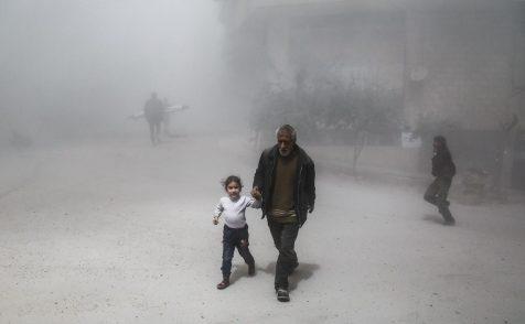 """La """"donna invisibile"""" che ci mostra la Siria e la rivoluzione fallita"""