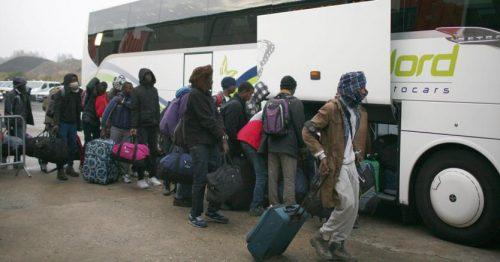 Trenta migranti reclusi in un autobus per una settimana