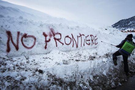 Si sciolgono i ghiacci e spuntano i corpi dei migranti