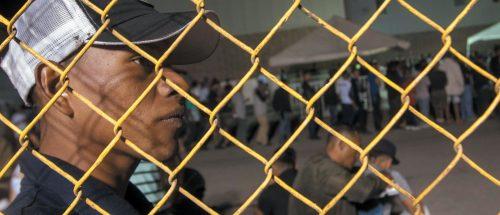 La governatrice del New Mexico richiama gli agenti di frontiera: «Nessuna emergenza migranti»