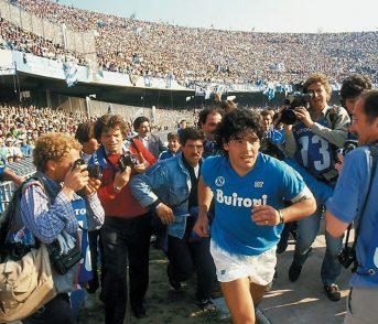 Viva Maradona! Il Dio del calcio buca anche lo schermo di Cannes