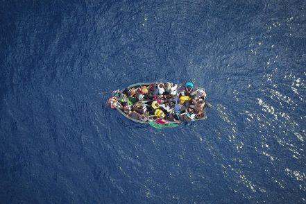 Migranti, la Guardia costiera libica spara e uccide due persone