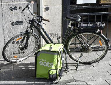"""Meglio a casa che al ristorante, la rivoluzione del """"food delivery"""" è a portata di click"""