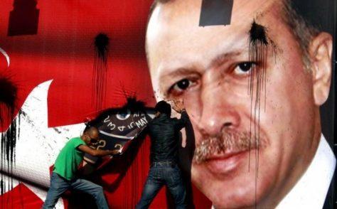 Erdogan prepara l'amnistia. Ma avvocati, giornalisti e oppositori restano in cella