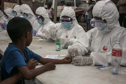 Testare il vaccino in Africa? Quando i miserabili sono cavie da laboratorio