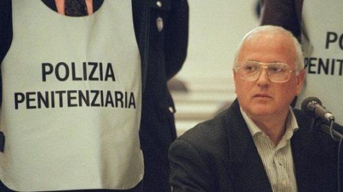 """""""Illustri magistrati la pensano come Salvini: fanno marcire in cella un vecchio malato come Cutolo"""""""