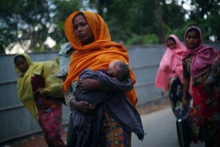 Asha partorisce in emergenza Covid, senza casa con marito e altri due figli