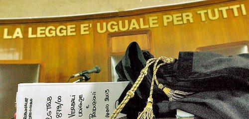 Testimoni pre-istruiti dal pm, sentenze scritte prima dell'udienza: avvocati, diciamo basta!