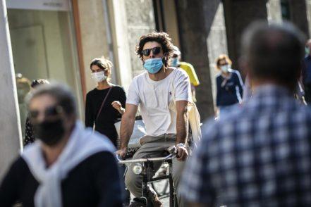 """L'OMS avverte: """"La pandemia sta accelerando"""""""