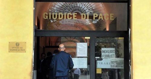 Celebrò le udienze nonostante il blocco, il Csm revoca l'incarico al Giudice di Pace: «Carenza di equilibrio e decisioni abnormi»