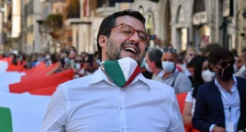 """Salvini: """"Se la scuola diventa un lager mia figlia non la mando"""""""