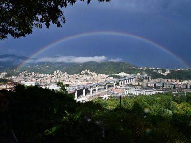 """Inaugurato il """"Genova San Giorgio"""", Mattarella abbraccia i parenti delle vittime"""