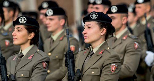La brutta avventura di una soldatessa: cacciata dall'esercito per una denuncia infondata