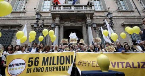 """Negano il """"fondo perduto"""" agli avvocati, ma 5 deputati incassano il bonus da 600 euro. Il coro: «Vergogna!»…"""