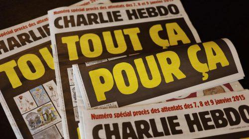Attentato a Charlie Hebdo, oggi parte il processo. Macron: «Difendiamo la libertà di stampa»